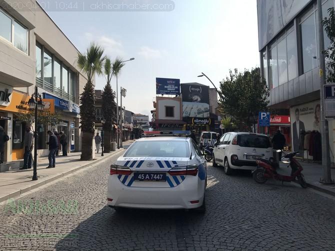 akhisar'da-polis-evde-kal-cagrisi-yapti-(5).jpg