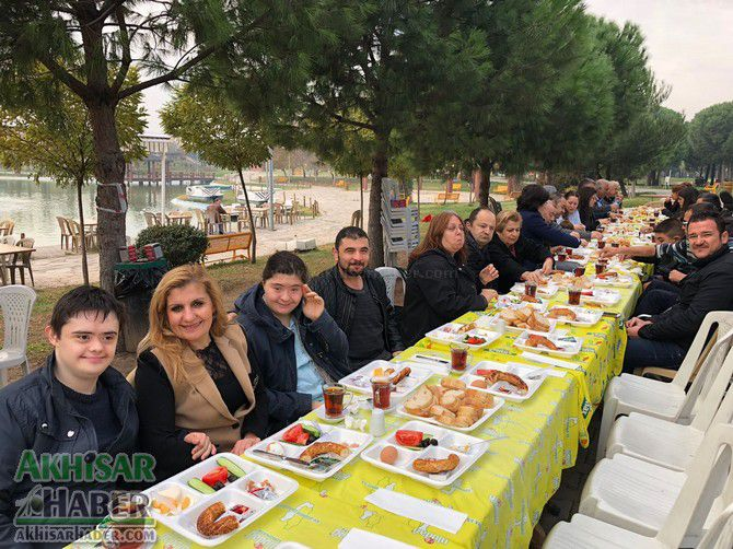 akhisar'daki-engelli-dernekleri-kahvaltida-bulustu-(4).jpg
