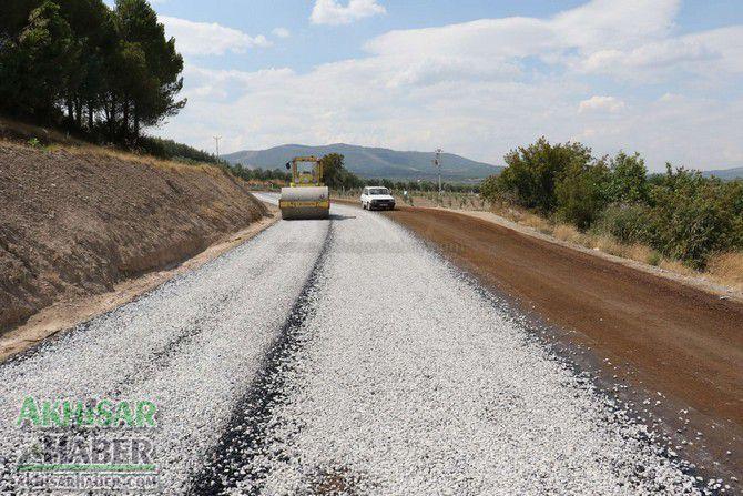 akhisar'in-baglanti-yollarina-asfalt-(1).jpg