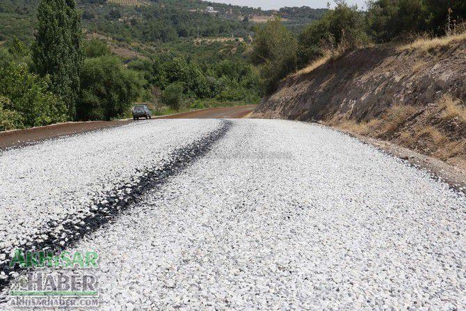 akhisar'in-baglanti-yollarina-asfalt-(6).jpg