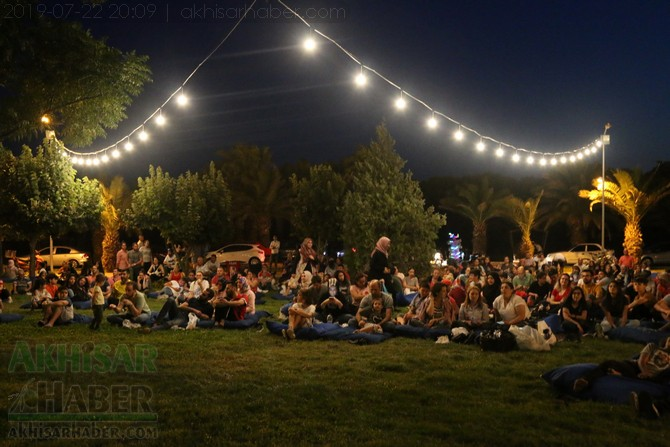 akhisar-acik-hava-sinemasi-22temmuz2019-(7).jpg