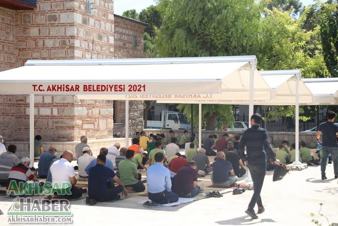 akhisar-belediyesi'nden-tarihi-camiye-tente-destegi-(3)-001.jpg