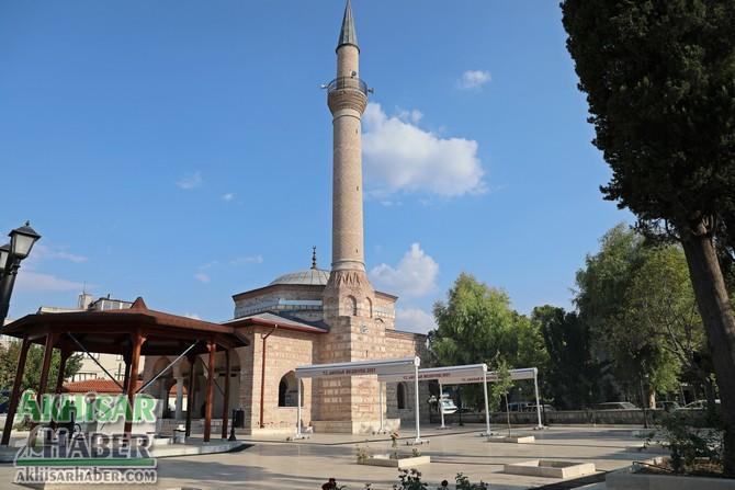 akhisar-belediyesi'nden-tarihi-camiye-tente-destegi-(7).jpg