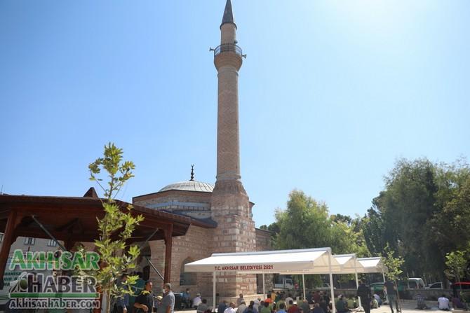 akhisar-belediyesi'nden-tarihi-camiye-tente-destegi-(8).jpg