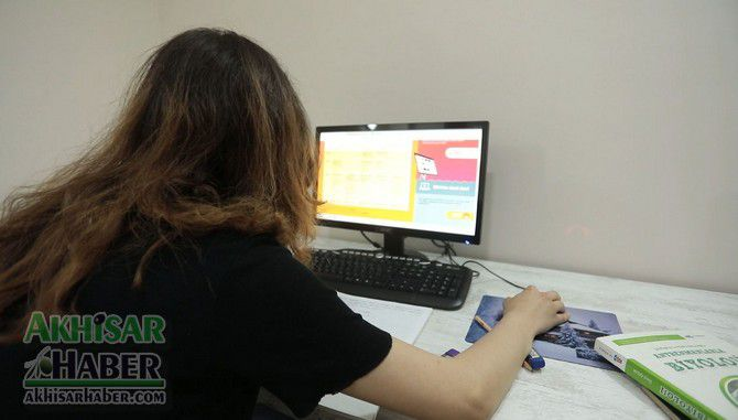 akhisar-belediyesi,-ogrencilerin-uzaktan-egitimi-icin-ucretsiz-internet-hizmeti-verecek-(6).jpg