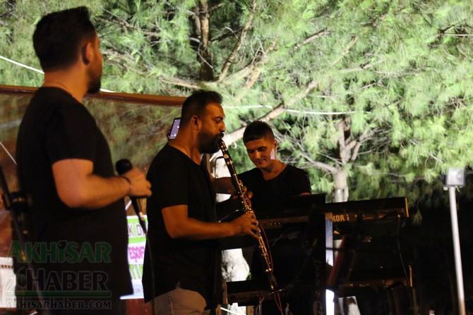 akhisar-belediyesi-acik-hava-konserleri-20-agustos-2019-sali-(22).jpg