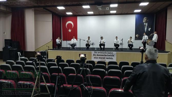 akhisar-belediyesi-canli-yayin-konseri-ile-vatandaslara-moral-verdi-(11).jpg