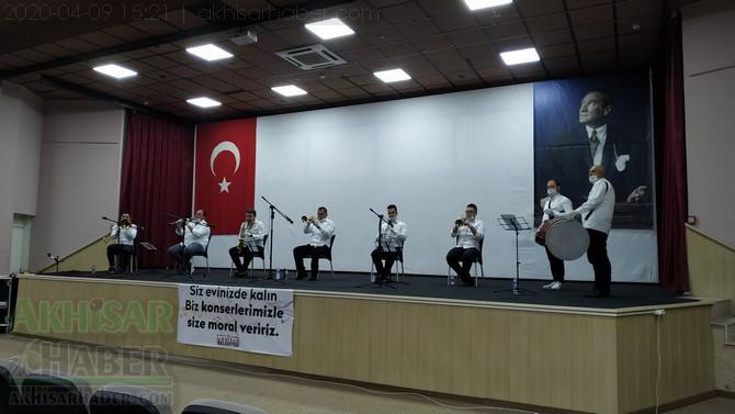 akhisar-belediyesi-canli-yayin-konseri-ile-vatandaslara-moral-verdi-(12).jpg
