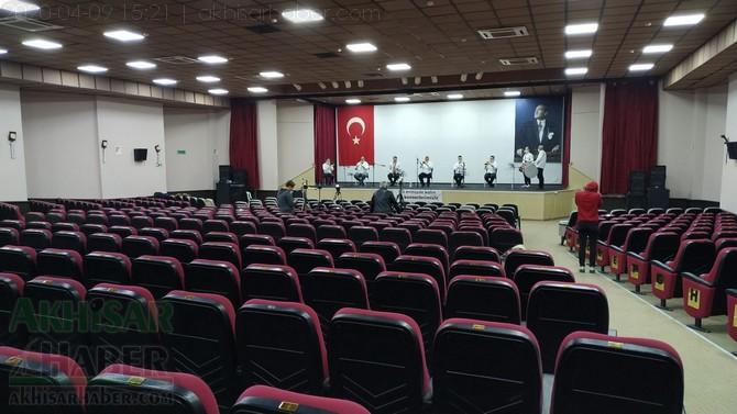 akhisar-belediyesi-canli-yayin-konseri-ile-vatandaslara-moral-verdi-(14).jpg