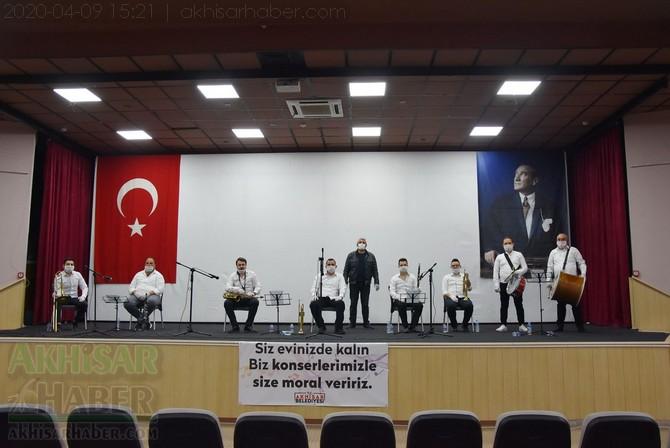akhisar-belediyesi-canli-yayin-konseri-ile-vatandaslara-moral-verdi-(2).jpg