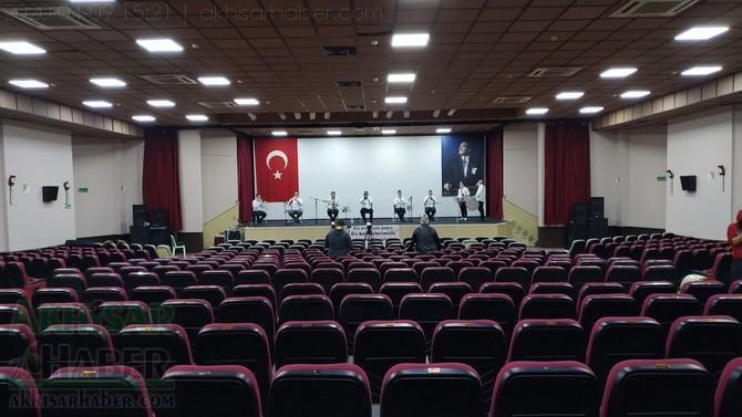 akhisar-belediyesi-canli-yayin-konseri-ile-vatandaslara-moral-verdi-(5).jpg