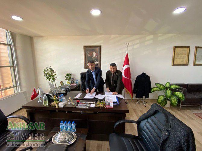 akhisar-belediyesi-ile-eksen-kurs-merkezi-protokol-imzaladi-(1).jpg