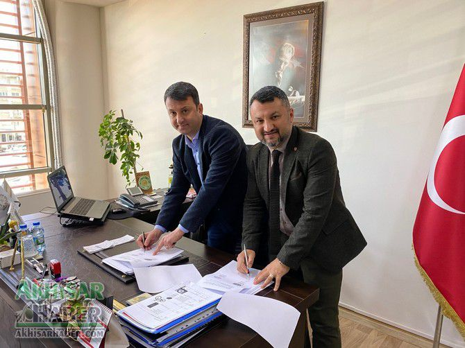 akhisar-belediyesi-ile-eksen-kurs-merkezi-protokol-imzaladi-(3).jpg