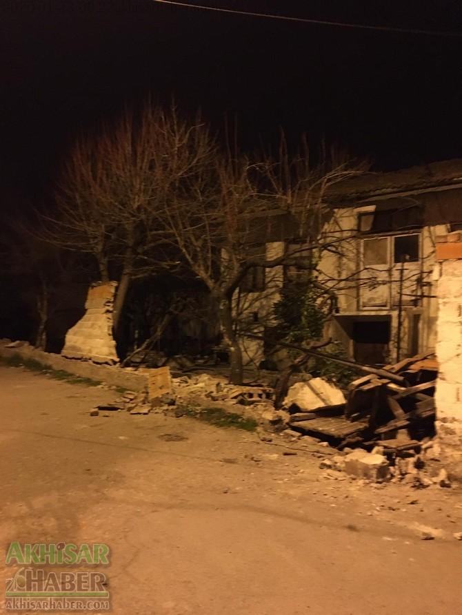 akhisar-deprem-ev-duvar-(8).jpg