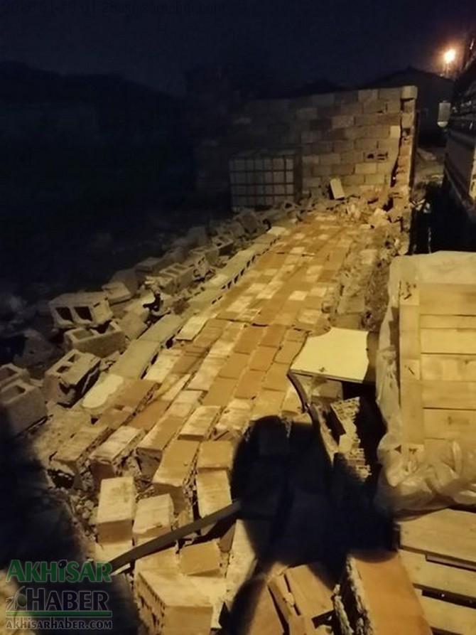 akhisar-deprem-ev-duvar-(9).jpg