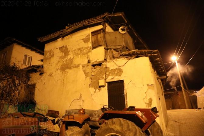 akhisar-deprem-selcikli-(1).jpg