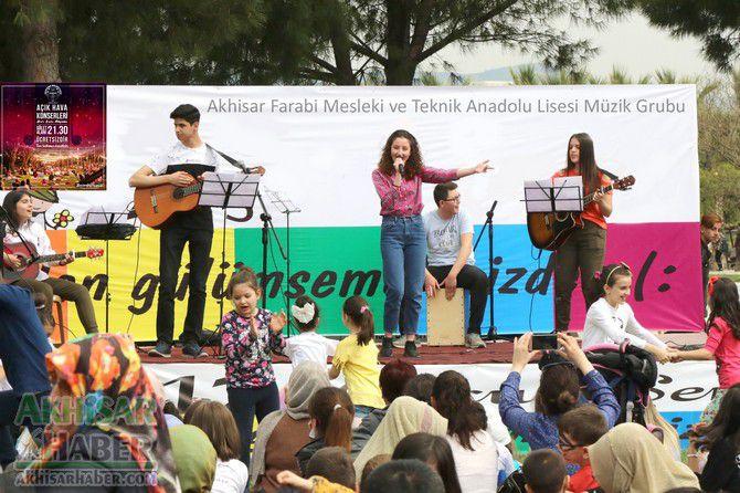 akhisar-farabi-mesleki-ve-teknik-anadolu-lisesi-muzik-grubu.jpg