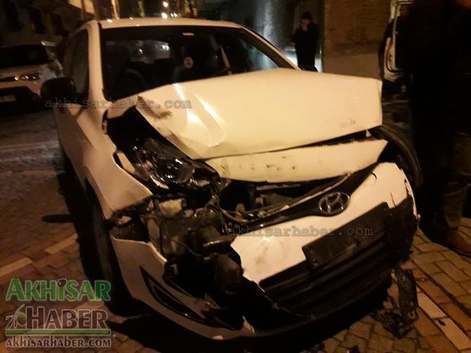 akhisar-merkez-ragipbey-mahallesinde-bugun-meydana-gelen-trafik-kazasi-ucuz-atlatildi-(1).jpg