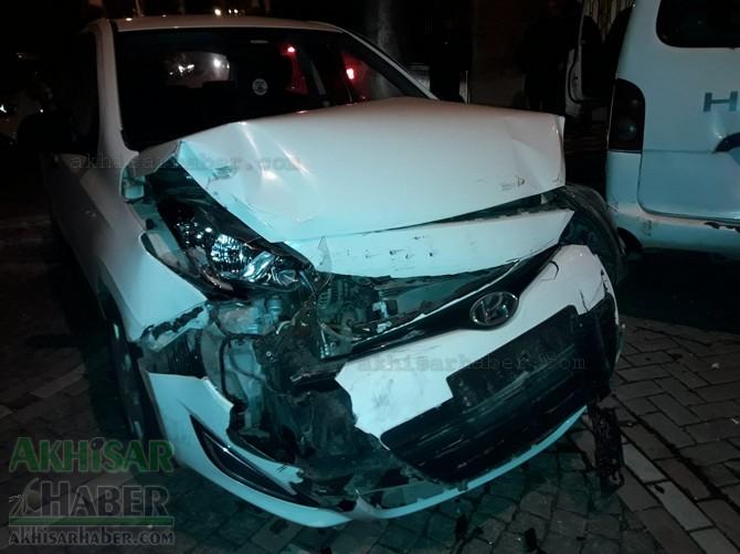 akhisar-merkez-ragipbey-mahallesinde-bugun-meydana-gelen-trafik-kazasi-ucuz-atlatildi-(2).jpg