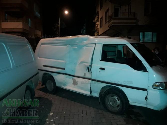 akhisar-merkez-ragipbey-mahallesinde-bugun-meydana-gelen-trafik-kazasi-ucuz-atlatildi-(4).jpg
