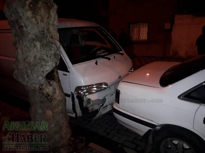 akhisar-merkez-ragipbey-mahallesinde-bugun-meydana-gelen-trafik-kazasi-ucuz-atlatildi-(5)-001.jpg