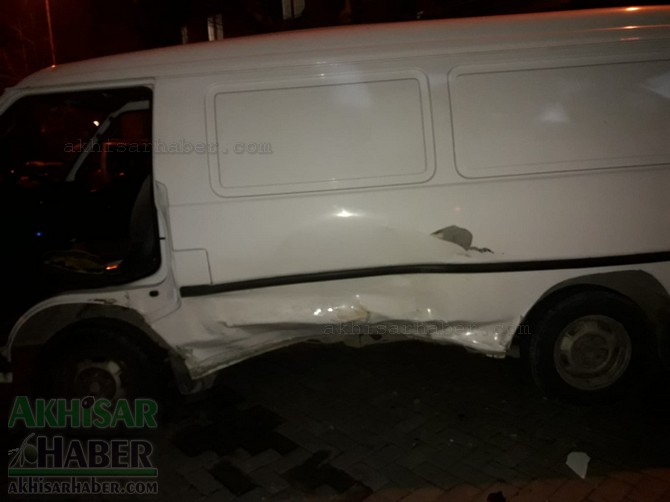 akhisar-merkez-ragipbey-mahallesinde-bugun-meydana-gelen-trafik-kazasi-ucuz-atlatildi-(8).jpg