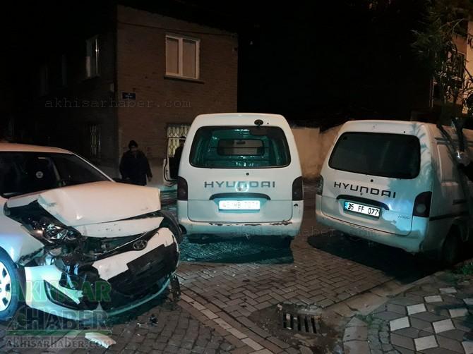 akhisar-merkez-ragipbey-mahallesinde-bugun-meydana-gelen-trafik-kazasi-ucuz-atlatildi-(9).jpg