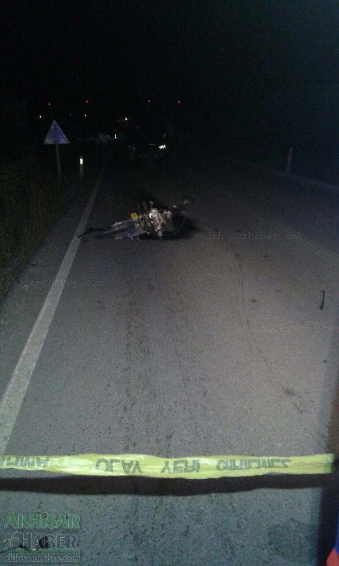 akhisar-motosiklet-kazasi-1-kisi-hayatini-kaybetti-(2).jpg