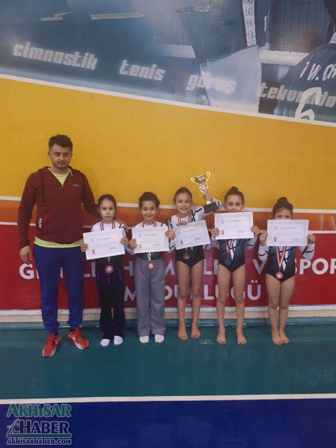 akhisarli-cimnastikciler-il-ucuncusu-oldu-(2).jpg