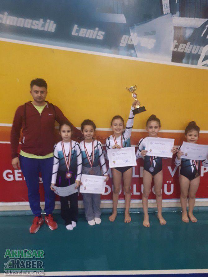 akhisarli-cimnastikciler-il-ucuncusu-oldu-(4).jpg