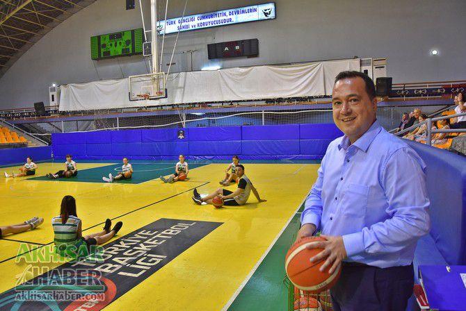 baskan-dutlulu,-basketbol-yaz-okulunu-ziyaret-etti-(2).jpg