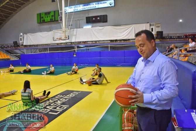 baskan-dutlulu,-basketbol-yaz-okulunu-ziyaret-etti-(6).jpg