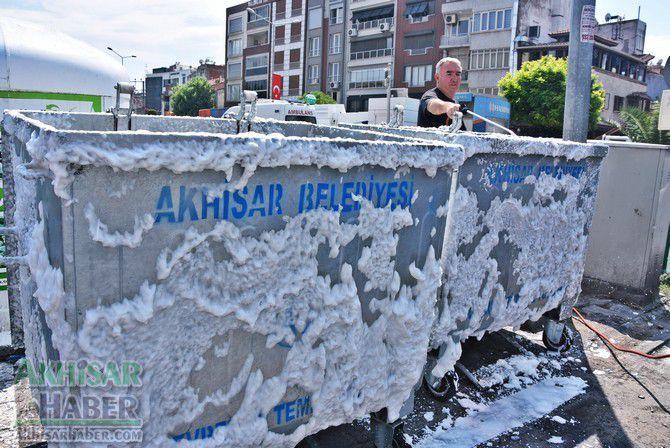 daha-temiz-bir-akhisar-icin-cop-konteynerleri-temizleniyor-(1).jpg