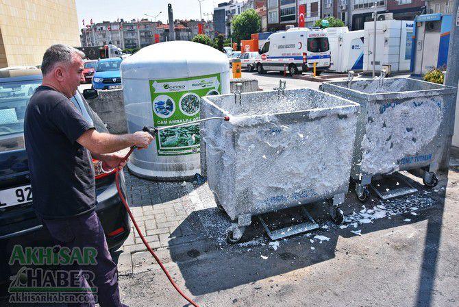 daha-temiz-bir-akhisar-icin-cop-konteynerleri-temizleniyor-(2).jpg