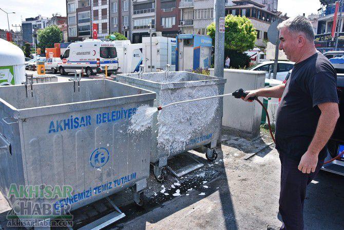 daha-temiz-bir-akhisar-icin-cop-konteynerleri-temizleniyor-(5).jpg