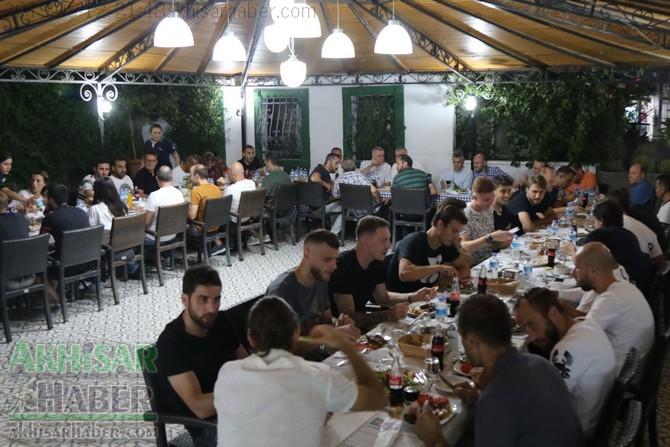 kofteci-ramiz'de-akhisarspor-gelenegi-suruyor-(2).jpg