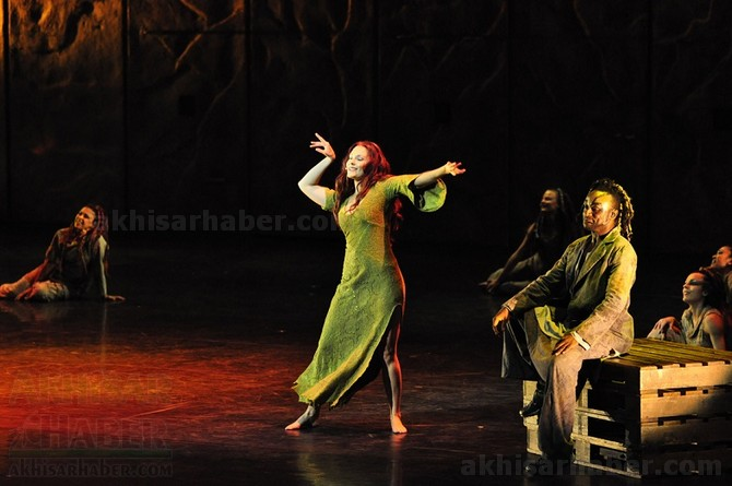 notre-dame'nin-kamburu-muzikali-10-martta!-(5).jpg