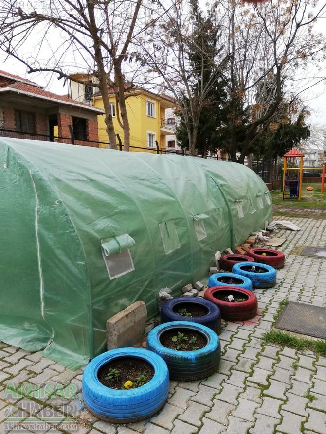okulda-sera-greenhouse-at-school-(10).jpg