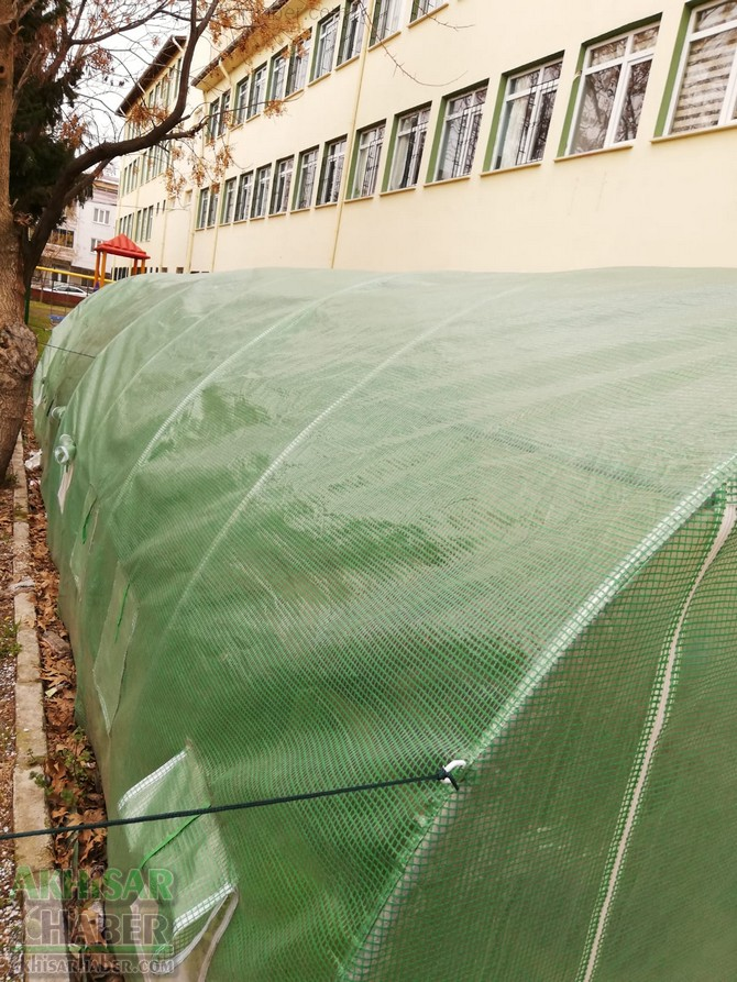 okulda-sera-greenhouse-at-school-(9).jpg