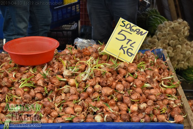 pazarda-sogan-8,-patates-6-lirayi-gordu-(1).jpg