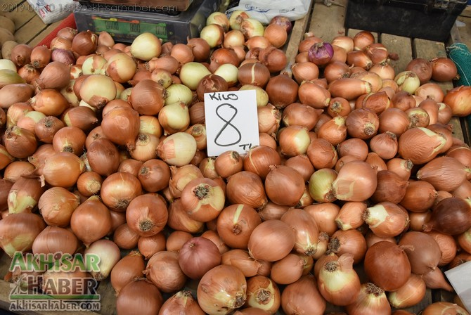 pazarda-sogan-8,-patates-6-lirayi-gordu-(2).jpg