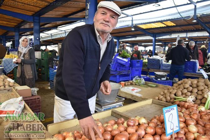 pazarda-sogan-8,-patates-6-lirayi-gordu-(6).jpg