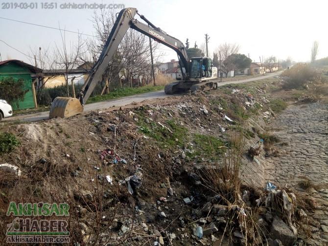 ulucami-mahallesi'nin-deresi-temizleniyor-(2).jpg