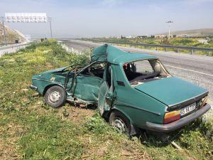 Akhisar-Gölmarmara Kavşağında Feci Kaza 1 Yaralı