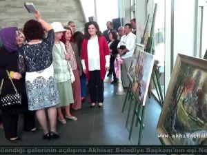 Akhisar'da Gülsüm Kaya Resim Atölyesi'nin Şehr-i Rengiz Sergisi Açıldı