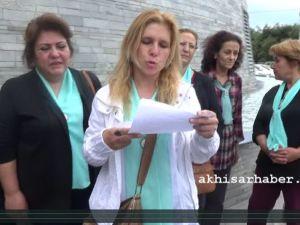8 Mart Kadın Dayanışma Grubu İmza Kampanyalarını Akhisar Belediyesi'ne Teslim Etti