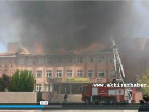 Akhisar'da Okulda Yangın Paniği