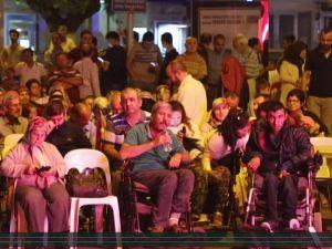 Akhisarlılar Demokrasi Nöbetine sahip çıkıyor