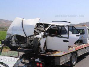 Akhisar-Gölmarmara yolunda feci kaza 2 ölü 1 yaralı