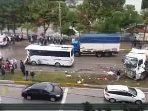 Akhisar'da feci kaza 21 yaralı